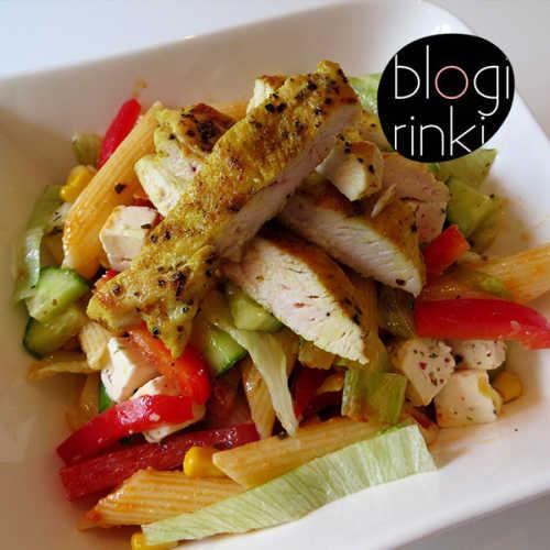 Värikäs kanapastasalaatti