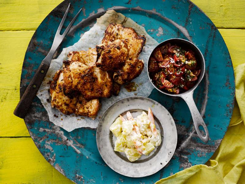 Grillattua kanaa ja kaksi salaattia