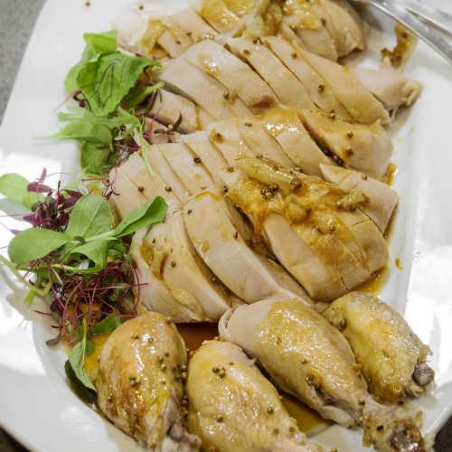 Aasialaisittain maustettua kanaa joulupöytään