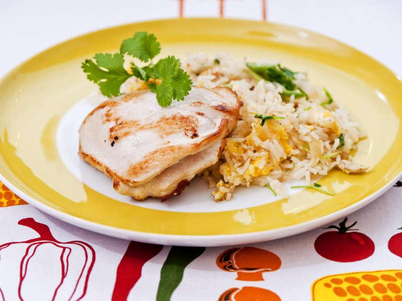 Kanatasku piparjuuritahnalla ja paistettua riisiä