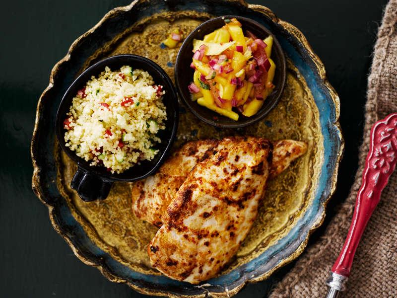 Tulinen kanapihvi, mango-tomaattisalsa ja kasvis-couscous