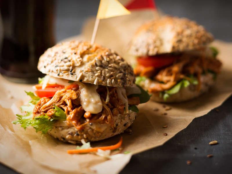 Kariniemen Pulled Chicken Burger