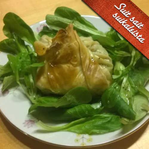 Broilerifilonyytit hunajaisella salaattipedillä