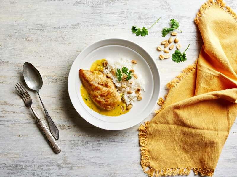 Kananpoikaa currykastikkeessa