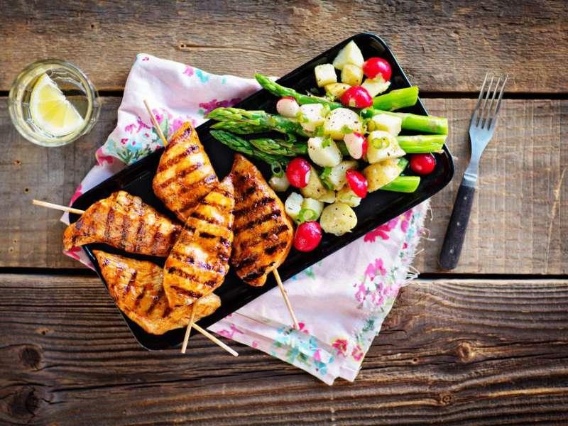 Helpot kanavartaat ja perunasalaatti