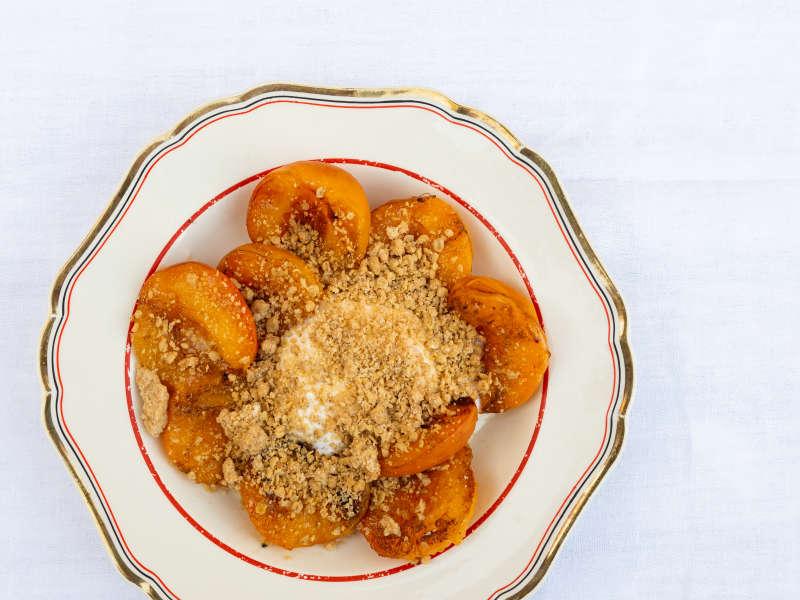 Grillatut aprikoosit, Vanilija Chantilly ja paahdettua kauraa