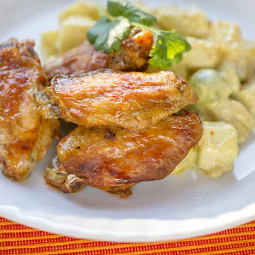 Hunajasiivet ja curry-perunasalaatti