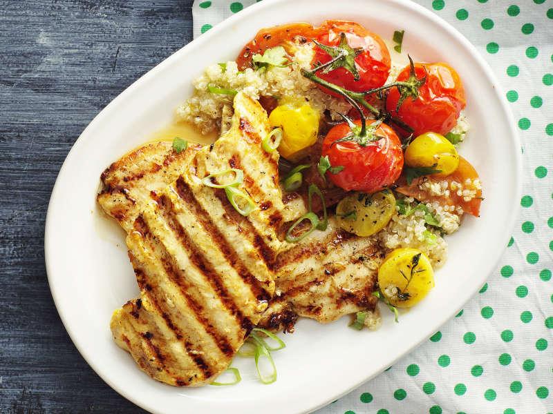 Minuuttipihvit ja tomaattisalaatti