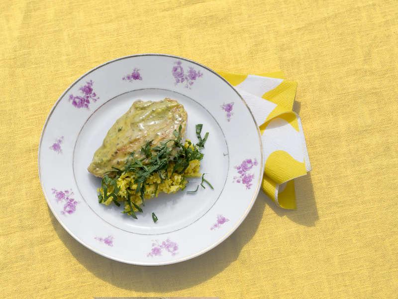 Delipihvit, sahramilla maustettu kukkakaali-tabouleh ja Ras el hanout -kastike