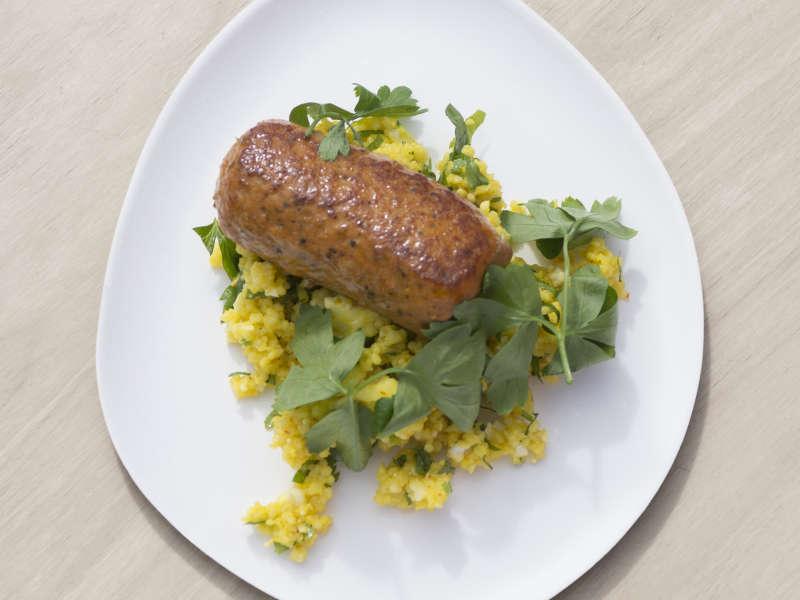 Kebabvarras ja sahramilla maustettu kukkakaali-tabouleh