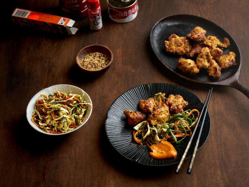 Rapeaa kananpoikaa, aasialainen cole slaw ja gochujangmajoneesia