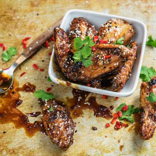 Sticky wings eli tahmeat soija-seesamisiivet