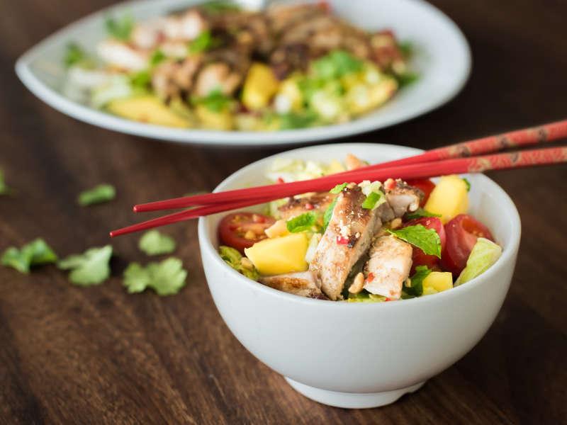 Thai-kanasalaatti